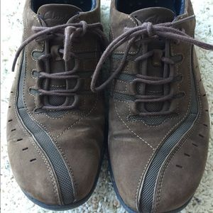 Woman's Clark leather shoes size 11